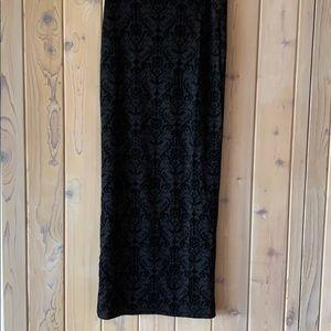 Black Fitted Embroidered Long Velvet Skirt• L